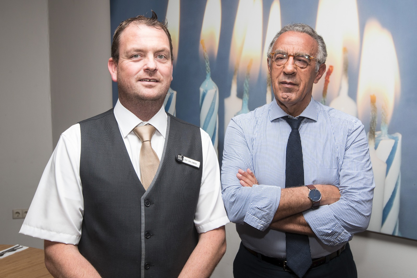 Bert van Hotel Inntel ontvangt Burhan Ozbilici. Foto Patrick van Gemert, Zutphens Persbureau