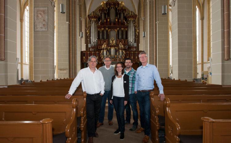 De organistatie van World Press Photo Zutphen. V.l.n.r. Arjen Woudenberg, Peter Meulenbroek, Fiona van Gemert-de Heus, Patrick van Gemert en Hans van Geffen.